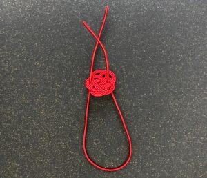 水引3本赤梅にゴムをご自身で通すイメージ