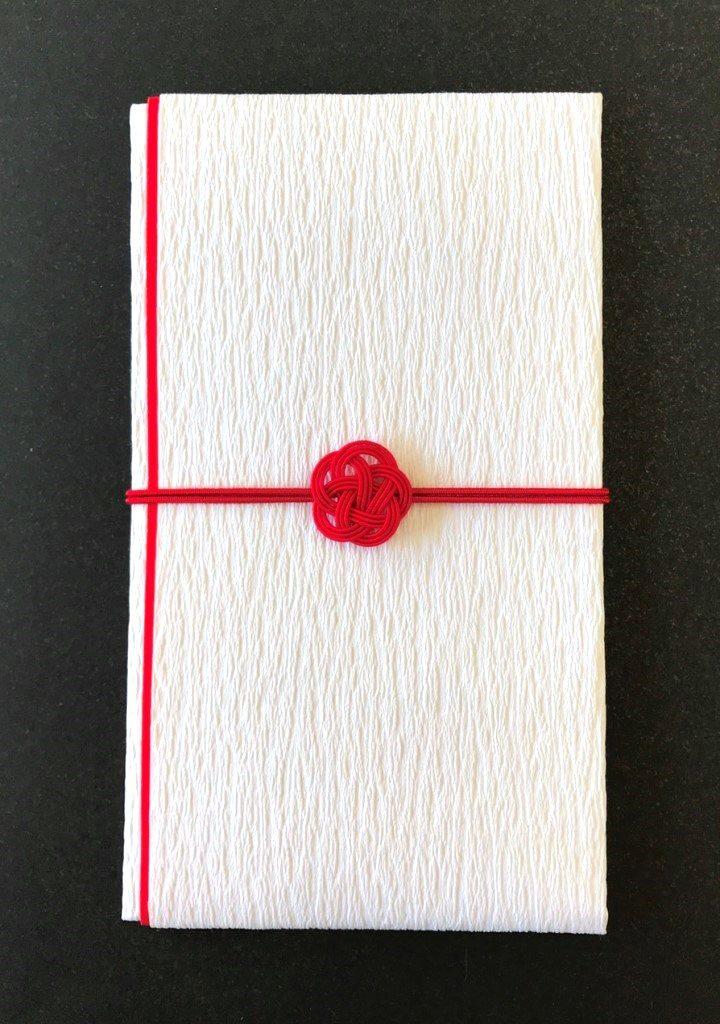 縦置きの水引梅結びの招待状包装