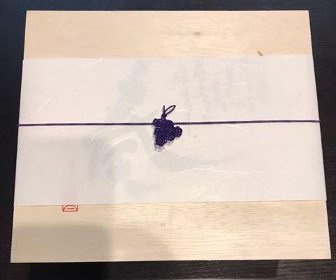 梅結びを応用して作った葡萄の水引細工です。