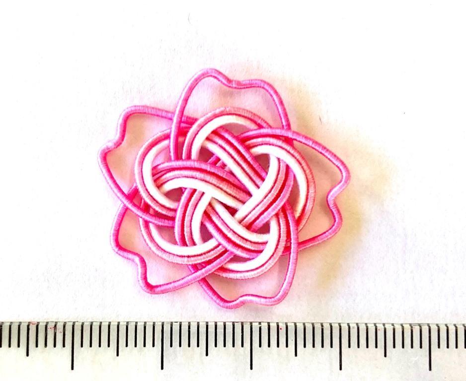 水引梅結びを応用して作る桜の花の画像